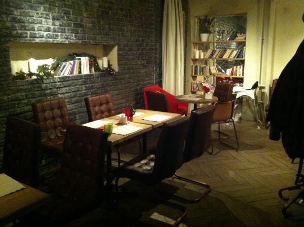 Тот самый стол, за которым мы сидели с Таей почти два года назад!